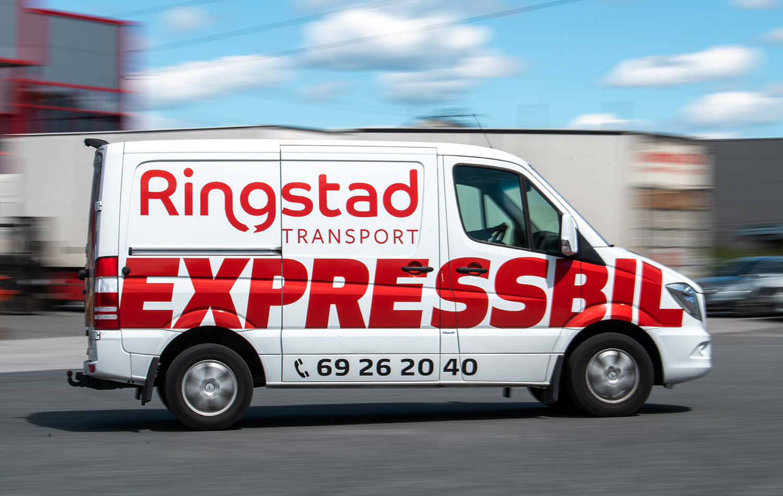 Budbil fra Ringstad Transport